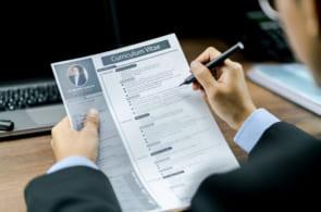 職務経歴書は手書きで書くべき?印刷でも良い?職歴書の疑問を徹底解説!のイメージ
