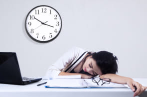 正社員の残業時間は平均何時間?残業事情がなかなか変わらない理由のイメージ