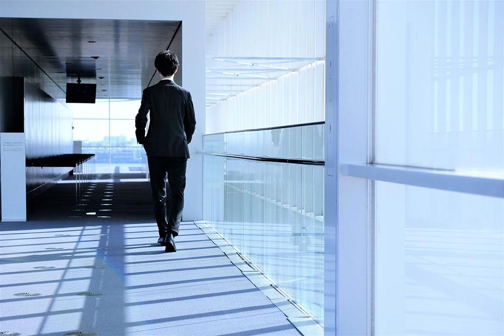 転職するのは退職前?退職後?転職を決意してから退職するタイミングの見極め方のイメージ