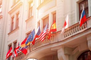 大使館で働きたい!求人はどうやって探す?【第二新卒・既卒向けまとめ】のイメージ