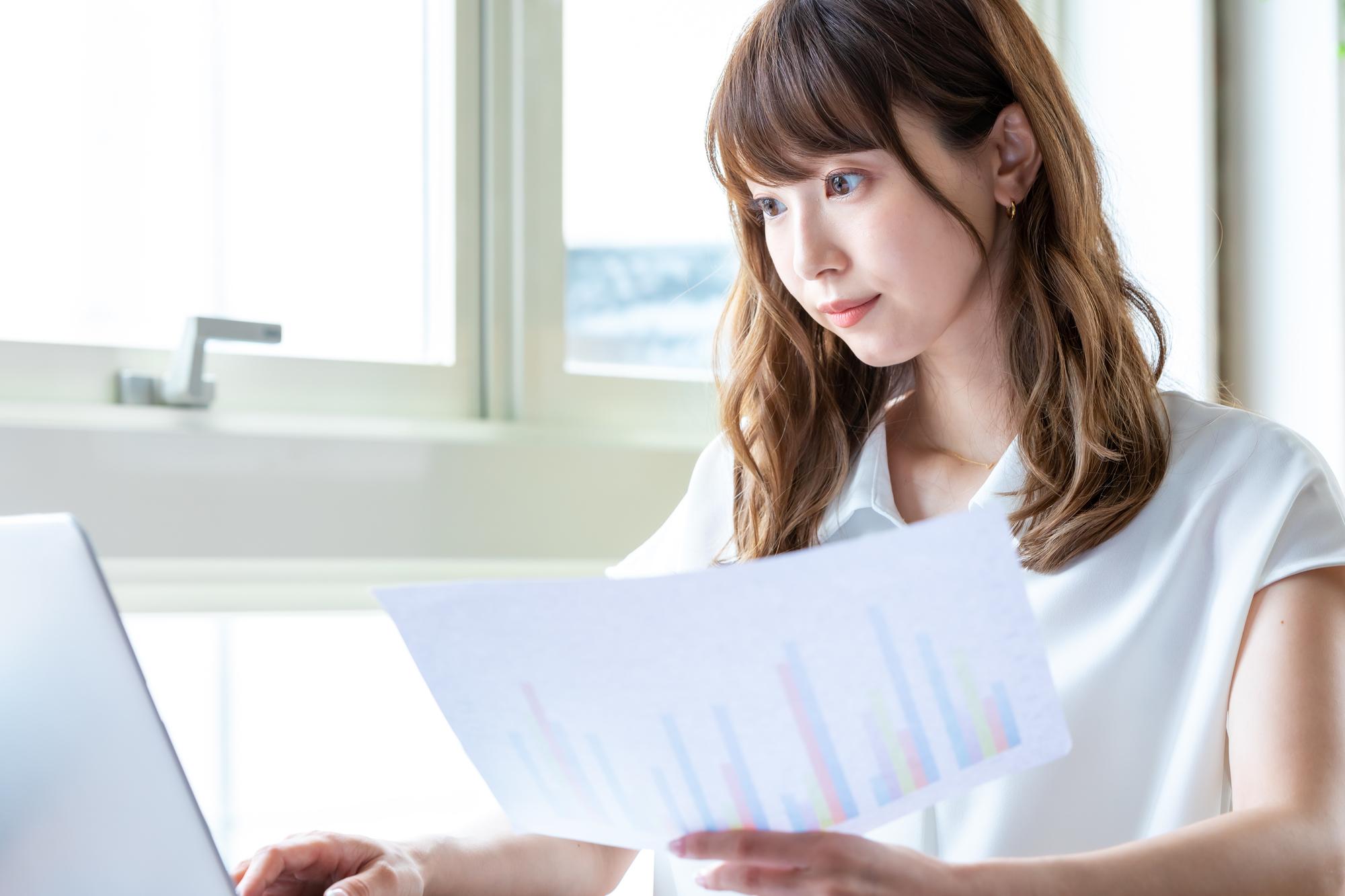 第二新卒や未経験でも事務職を目指すには?仕事のやりがい、スキル、転職方法の本当のところのイメージ
